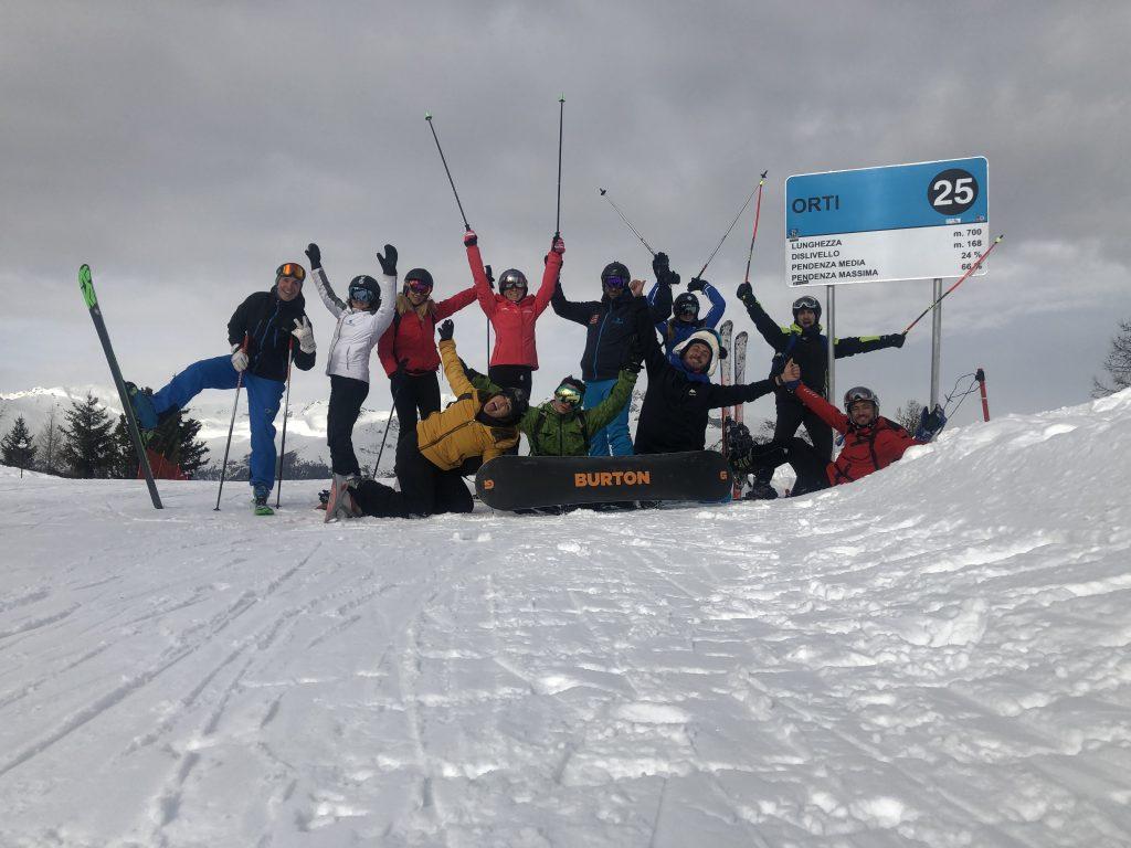 sciare o snowboardare in compagnia